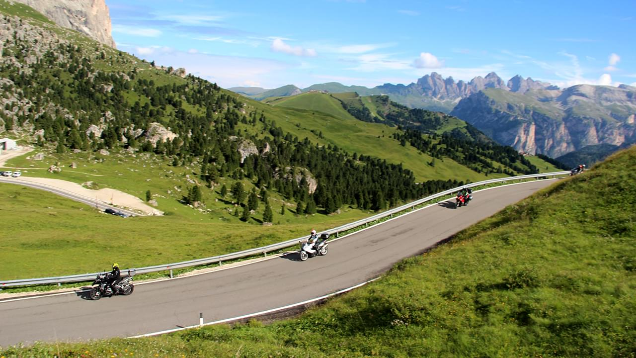 Enjoy a great riding day on the Dolomite passes