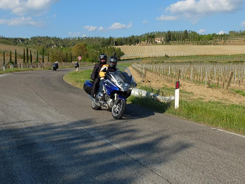 Riding the sweeping in Umbria with Hear The Road